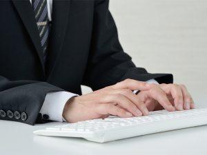 事業主様等に代わって、労働・社会保険諸法令に基づく申請書・届出書等の書類作成や、これら書類を行政機関等へ提出代行します
